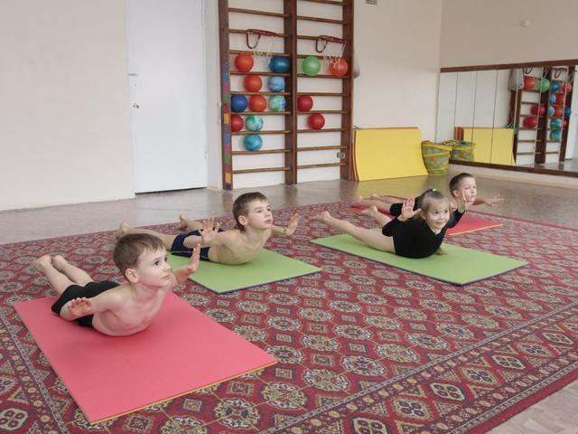 Упражнения на матах для детей